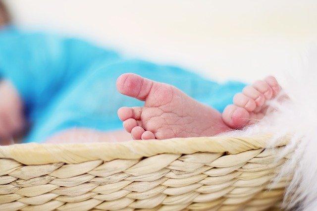 Fot. Pixabay / [url=https://pixabay.com/en/feet-ten-barefoot-newborn-baby-619534/]FeeLoona[/url] / [url=https://pixabay.com/en/service/terms/#usage]CC0 Public Domain[/url]