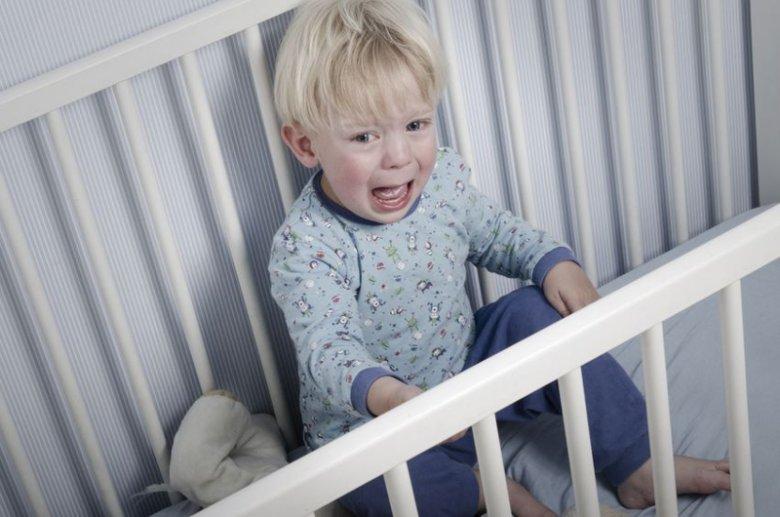 Sprawa opiekunki znęcającej się nad dzieckiem została umorzona.