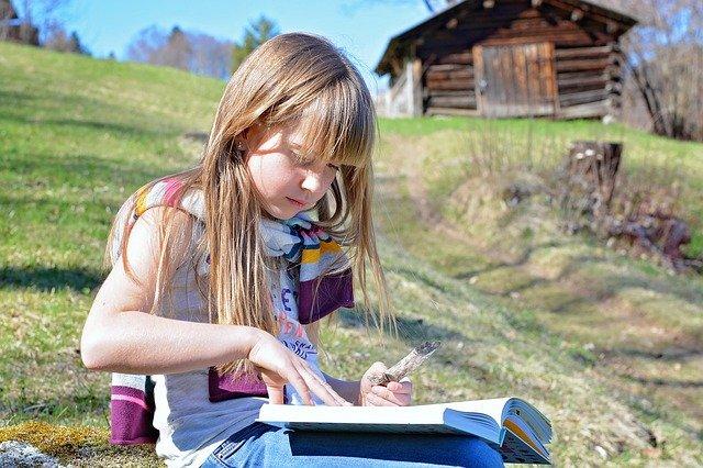 Fot. Pixabay/[url=http://pixabay.com/pl/cz%C5%82owiek-dziecko-dziewczyna-blond-723999/]Pezibear[/url] / [url=http://bit.ly/CC0-PD]CC0 Public Domain[/url]