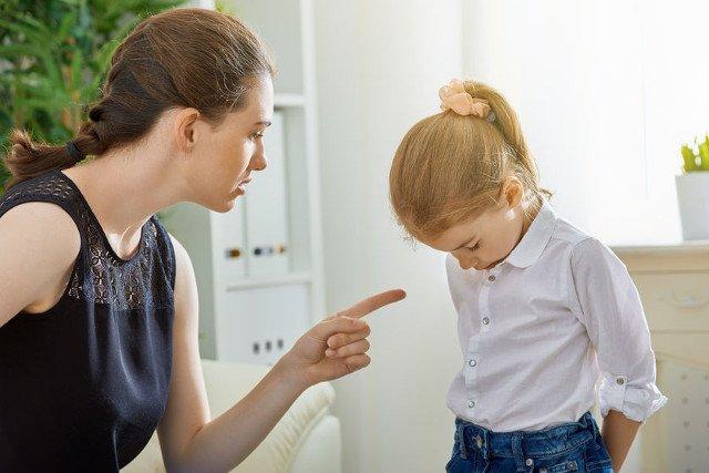 """Tylko rodzic jest w stanie zrozumieć, ile emocji buzuje w środku, gdy dziecko robi """"sceny"""" i zaczyna pyskować."""