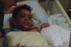 Tanner z nowo narodzoną córeczką