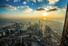 Co warto zwiedzić na rodzinnych wakacjach w Dubaju? Na zdjęciu panorama słynnej metropolii Zjednoczonych Emiratów Arabskich
