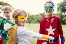 Ratowanie ludzkiego życia to domena superbohaterów. Dzięki nauce pierwszej pomocy w takich programach jak ''Mali Ratownicy'' dzieci mogą poczuć się jak ich idole z filmów i komiksów