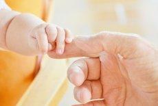 Skóra dziecka jest bardzo delikatna, dlatego wymaga specyficznej pielęgnacji odpowiednimi kosmetykami.