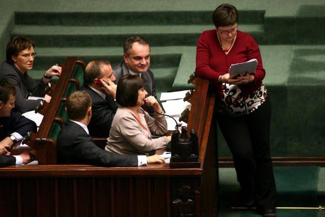 Wiceminister pracy Agnieszka Chłoń - Domińczak w Sejmie podczas głosowania nad ustawą o emeryturach pomostowych.