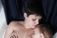 Amy karmi piersią 5-letniego synka