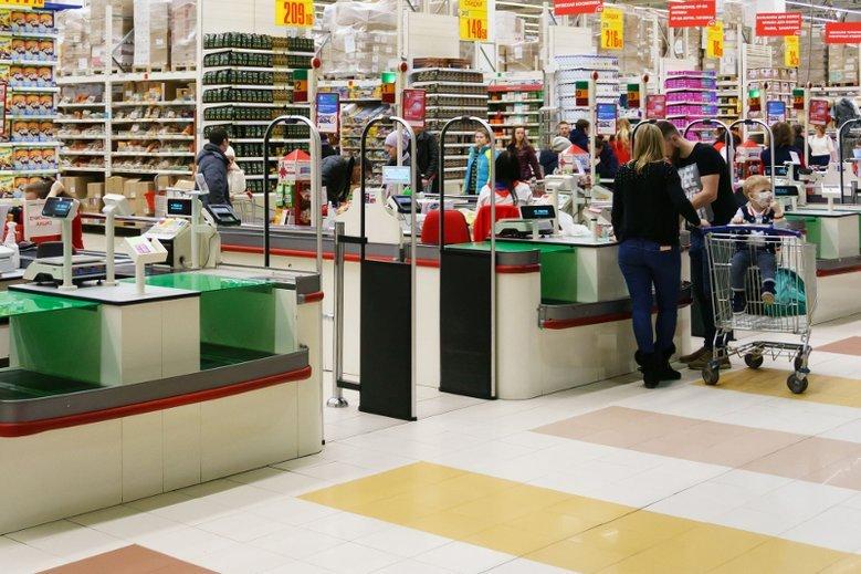 Kasy pierwszeństwa w sklepach to prawo kobiet ciężarnych i z małym dziećmi, czy dowód, że są roszczeniowe? (Zdjęcie ilustracyjne)
