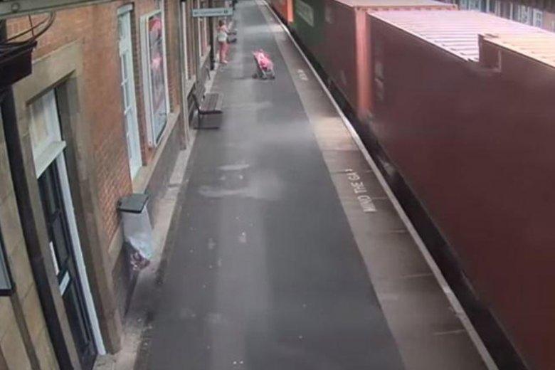 Przerażające nagranie z dworca w Nuneaton.