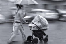 """Początki  bycia """"wózkową mamą"""" w mieście nie są łatwe."""