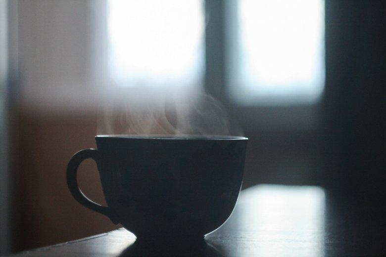 Napar z kawy pomaga wywołać poród? Nowy trend wśród ciężarnych.
