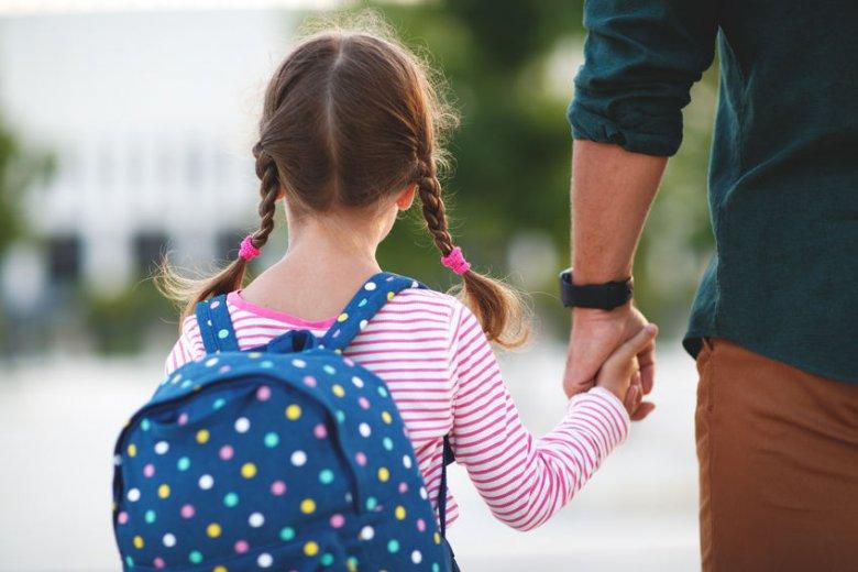 Dziecko nie chce iść do szkoły? Tego zdania nigdy nie mów!