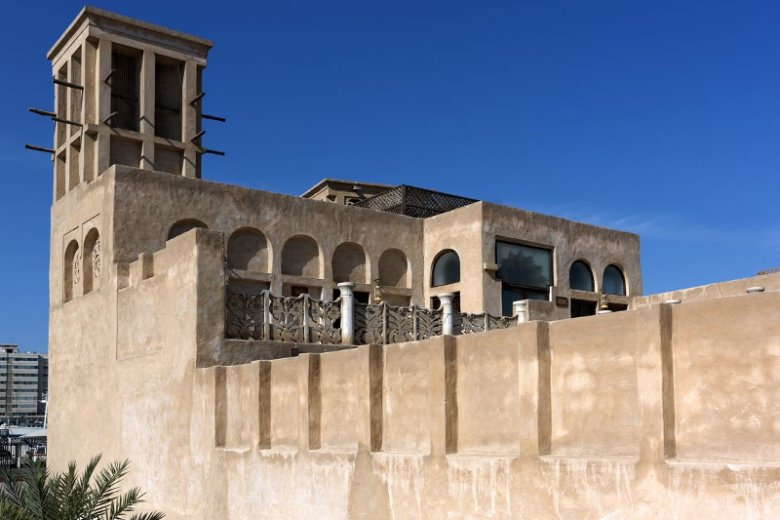 Zabytkowe mury i obiekty znajdziemy w jednej z najstarszych dzielnicy Dubaju – Starym Mieście Al Fahidi