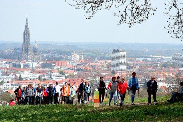 [url=http://pixabay.com/pl/nordic-walking-walken-sportowe-565542/]Pixabay[/url] / [url=http://pixabay.com/pl/service/terms/#download_terms]CC O[/url] Nordic walking to towarzyski sport