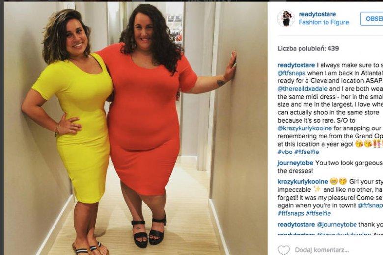 Wydaje mi się, że pani z lewej strony ma na sobie modelującą halkę. Ale pani z prawej jest wyzwolona i gorsetów nie nosi