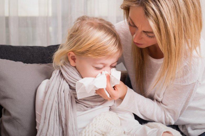 Niedrożność nosa powoduje głównie problemy z oddychaniem, a co za tym idzie –  niedotlenienie organizmu.