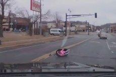 Powodem była nadmierna prędkość i źle przypięte dziecko.