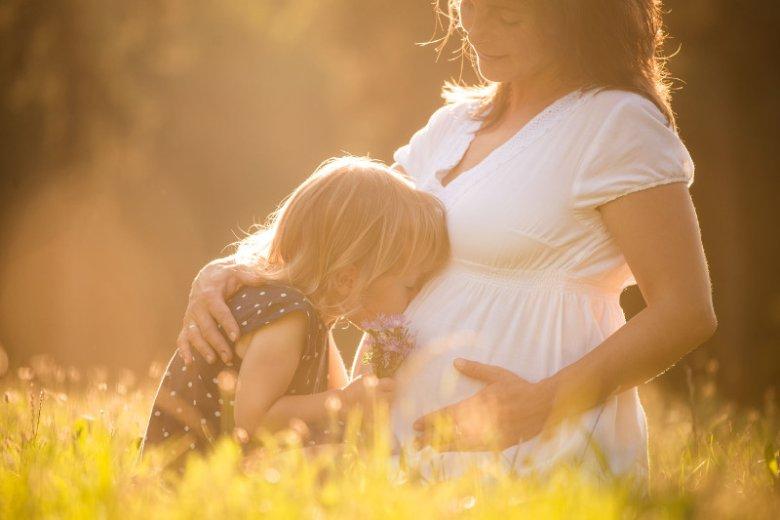 Wyniki stanowią element odpowiedzi na pytanie, na jakim etapie tworzy się więź dziecka z otoczeniem.