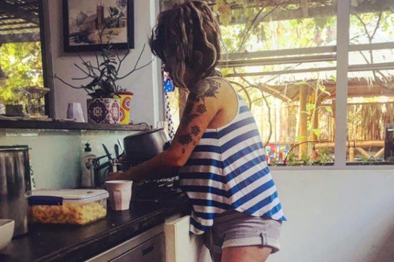 Jak prosić o pomoc? Blogerka Constance Hall o podziale obowiązków domowych.