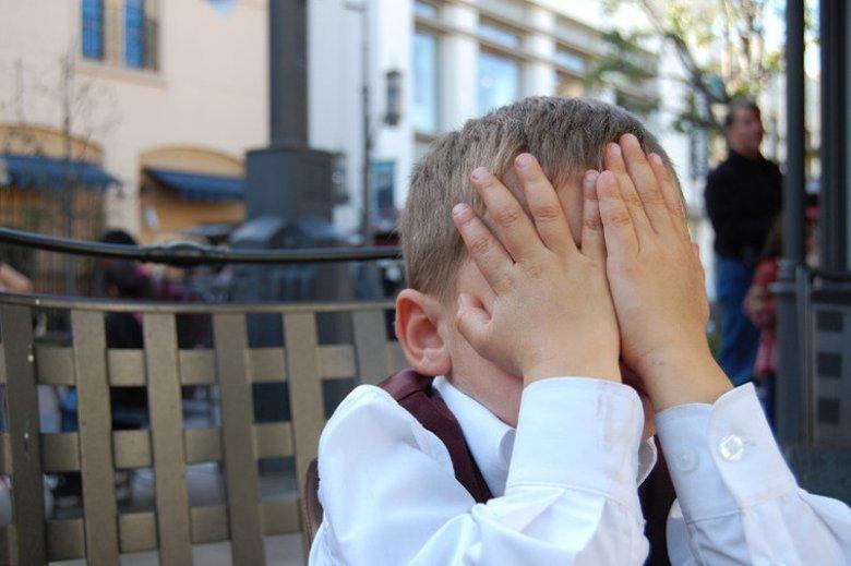 Dlaczego rodzice muszą przestać mówić za dziecko?