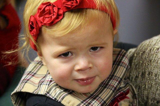 Płaczące dziecko często łzami przekonuje do swoich racji