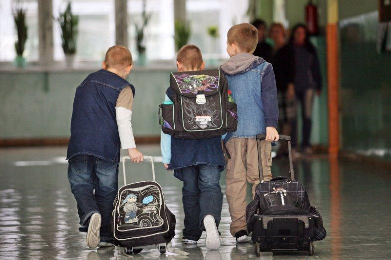3fd07b89f5ae0 Fizjoterapeutka radzi rodzicom jaki plecak – na kółkach czy zwykły ...