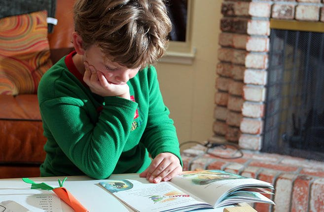 Im dziecko starsze, tym mniej chętnie spędza swój wolny czas z książką
