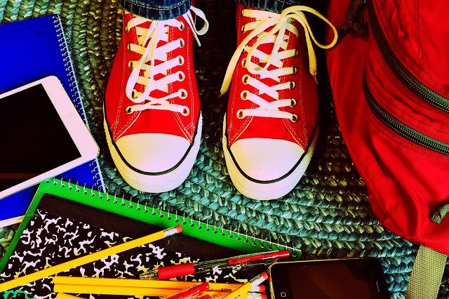 Fot. Pixabay / [url=https://pixabay.com/en/school-education-learning-converse-909381/]Wokandapix[/url] / [url=https://pixabay.com/en/school-education-learning-converse-909381/]CC0 Public Domain[/url]