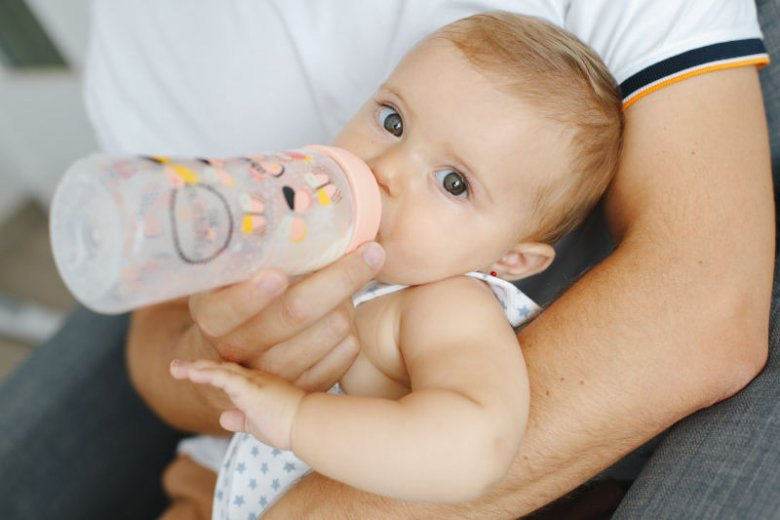 Szukacie prezentu dla znajomych czy przyjaciół, którzy niedawno zostali rodzicami? Hiszpańska marka Suavinex pomoże w poszukiwaniach. Jej akcesoria premium dla dzieci (butelki, smoczki, zestawy wyprawkowe) cieszą się dużym powodzeniem