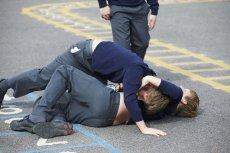 Niektóre dzieci z powodu agresywnego kolegi musiały trafić na terapię