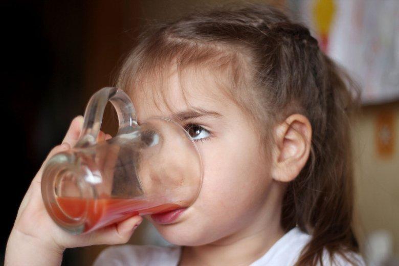 Słodzone napoje i cukier w diecie mają wpływ na rozwój dziecka