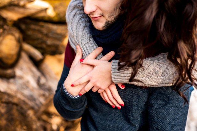 Brytyjscy naukowcy dowiedli, że małżeństwo i przyjaźń zmniejszają ryzyko demencji w przyszłości.
