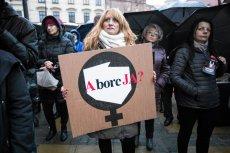 Większość Polek i Polaków popiera aborcję do 12. tygodnia ciąży