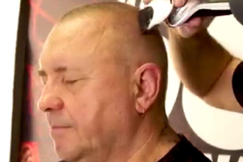 Jurek Owsiak wziął udział w Planet Head Day i zgolił włosy.