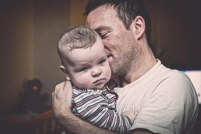Rozmawianie z ojcem uczy, że emocji nie można tłumić, że mężczyźnie też przystoi powiedzieć co czuje.