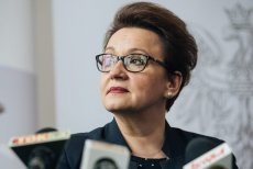 """Minister Anna Zalewska walczyła z fundacją """"Przestrzeń dla edukacji"""", by nie ujawniać pełnej listy twórców podstaw programowych po reformie."""