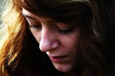 Fot. Pixabay/ [url=http://pixabay.com/pl/dziewczyna-twarz-g%C5%82owa-w%C5%82osy-542020/]Miladina[/url] / [url= http://pixabay.com/pl/service/terms/#download_terms]CC O[/url] Każda mama ma prawo do słabości