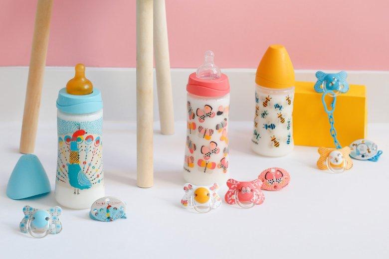 W katalogu marki Suavinex znajdziemy bezpieczne i wykonane z najlepszych materiałów akcesoria dla dzieci: butelki, smoczki, klipsy z łańcuszkiem do smoczka