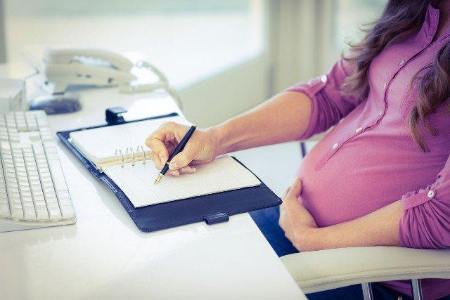 Kobiety w ciąży będą mogły pracować przy monitorach 6 godzin zamiast 4.