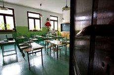 Część uczniów je obiad przed lekcjami