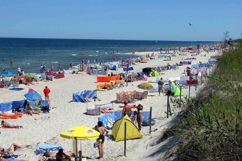 Parasole plażowe porwane przez wiatr to ogromne zgagrożenie