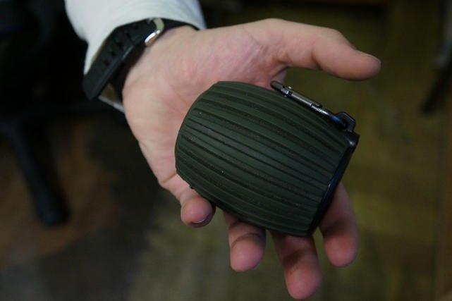 Granat, którym nastolatek z Katowic straszył pracowników banku, okazał się zwykłym głośnikiem.