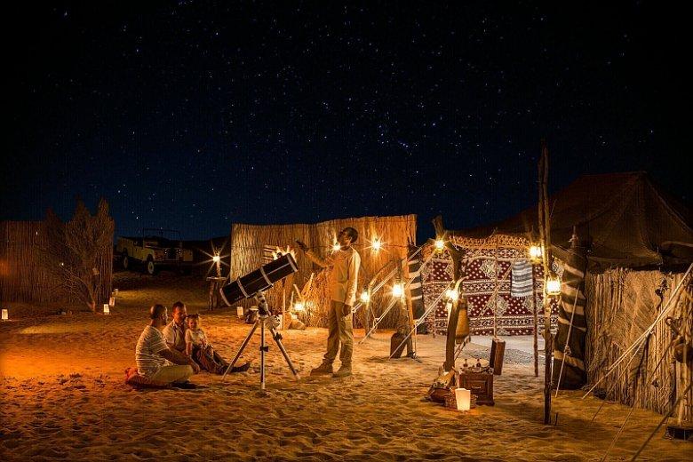 Organizowane w Dubaju astrowycieczki łączą eksplorację pustyni z okazją do obserwacji gwiazd