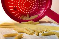 Woda po makaronie zawiera skrobię i jest świetnym zagęszczaczem do sosów
