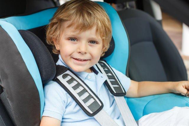 Jeśli zapowiadane zmiany przepisów weszłyby w życie, z fotelików samochodowych nie musiałyby korzystać starsze dzieci.