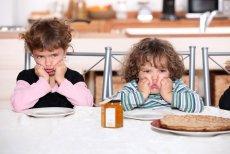 Jeśli masa ciała dziecka nadal spada lub dziecko nie chce lub nie może jeść tradycyjnych posiłków, warto z lekarzem pediatrą rozważyć wprowadzenie dodatkowego wsparcia żywieniowego