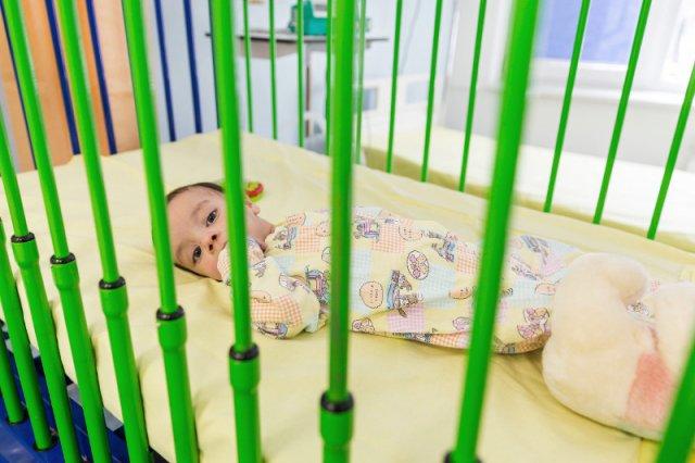 Rezydentka pediatrii zdradza, jak wygląda opieka nad dziećmi w szpitalu. Brak specjalistów utrudnia pracę.