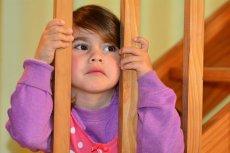 """Dziecko podczas rozstań i """"walki"""" rodziców zawsze jest gdzieś """"pomiędzy""""."""