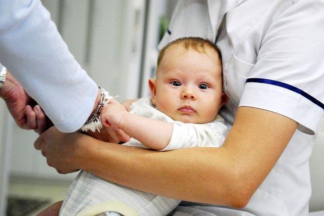 Lepiej dziecko zaszczepić czy leczyć z powodu choroby?