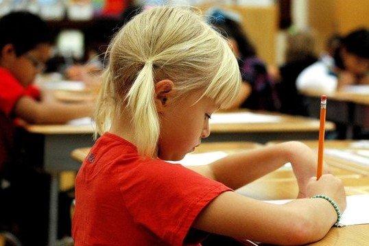 """""""Test na wejście"""" to popularne praktyka w polskich szkołach. Czy jest fair?"""