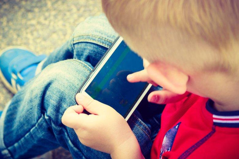 Jak odzwyczaić dziecko od smartfona i oglądania bajek?